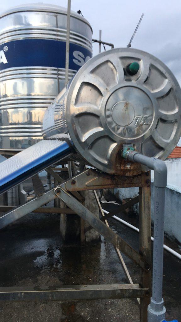 Sửa máy nước nóng năng lượng mặt trời bị rò rỉ