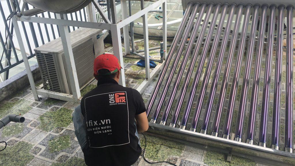 Lắp máy nước nóng năng lượng mặt trời