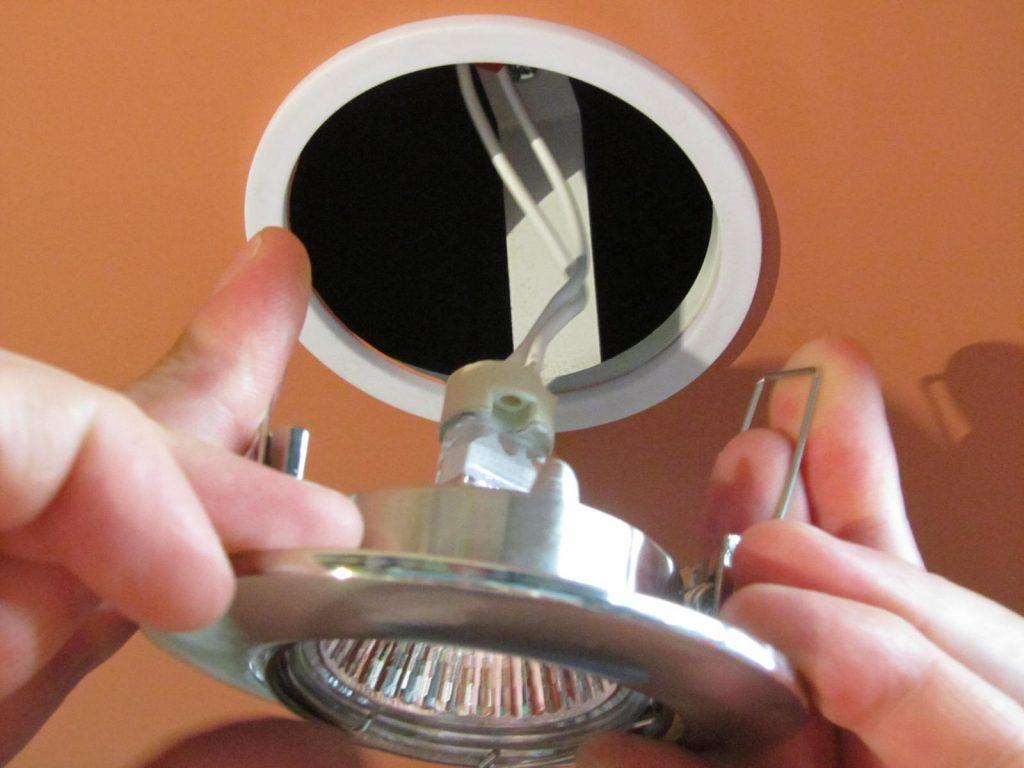 Những điều cần biết trước khi mua bóng đèn âm trần bê tông