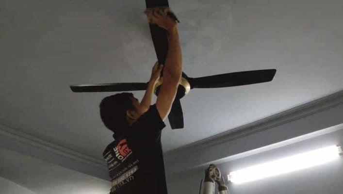Cách vệ sinh quạt trần trên trần cao mà không có thang