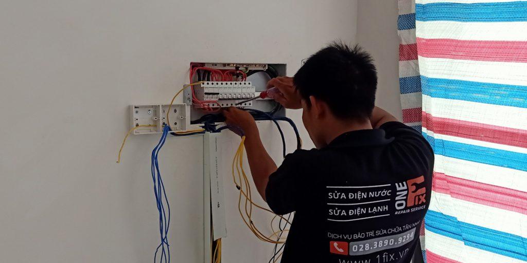 Lắp tủ điện gia đình - Cài đặt bộ ngắt mạch