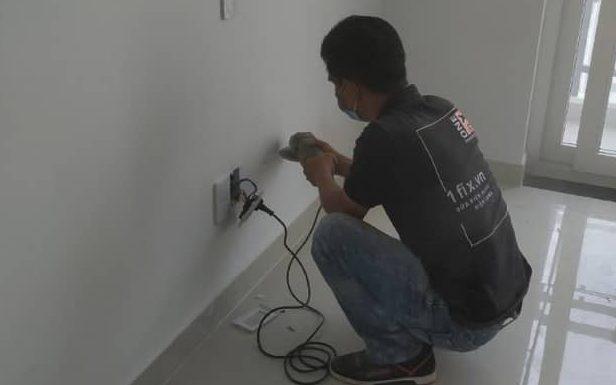 Lắp đặt ổ cắm điện mới