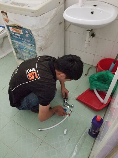 Dịch vụ thợ lắp chậu rửa mặt treo tường giá rẻ