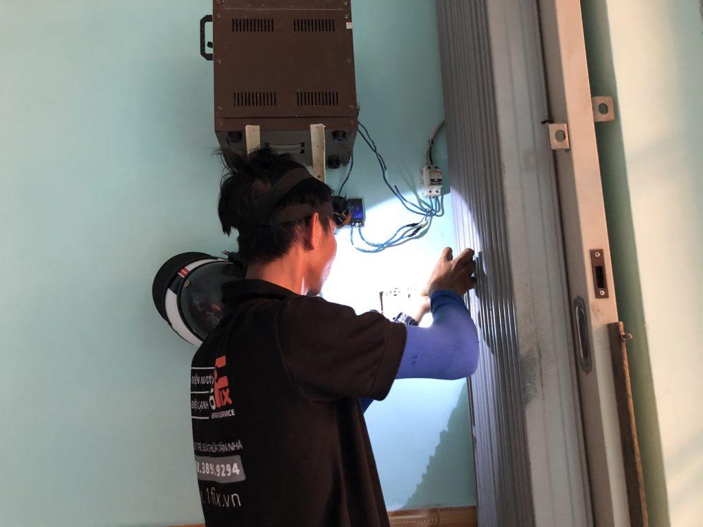 Hướng dẫn cách thay dây điện âm tường bị chập