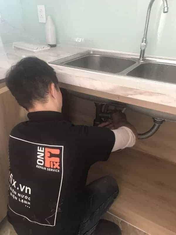 Cách thông ống nước bồn rửa bát số 4: tháo - vệ sinh bẫy chữ P